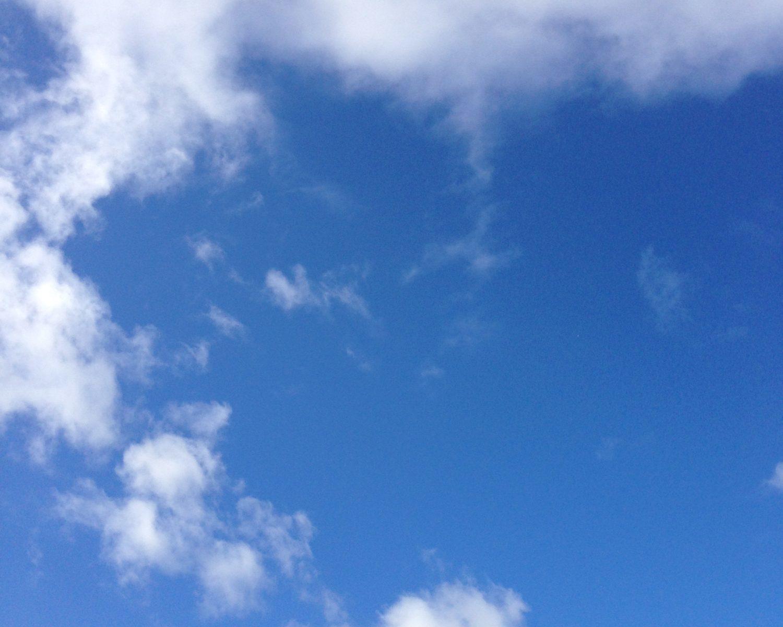 空 雲やや多い