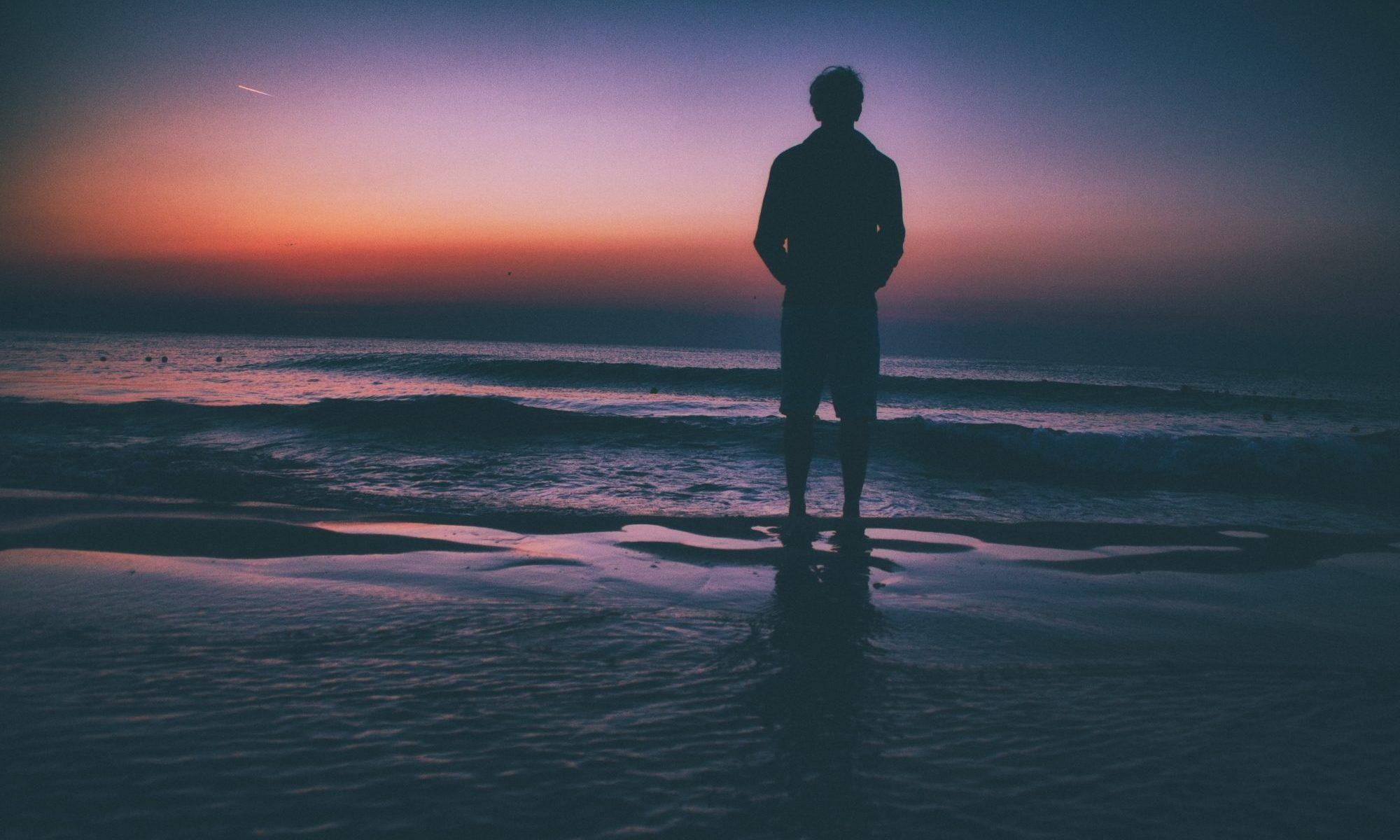 ひとりで立つ海